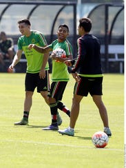 A los futbolistas, ya reprendidos por Ricardo Ferretti,