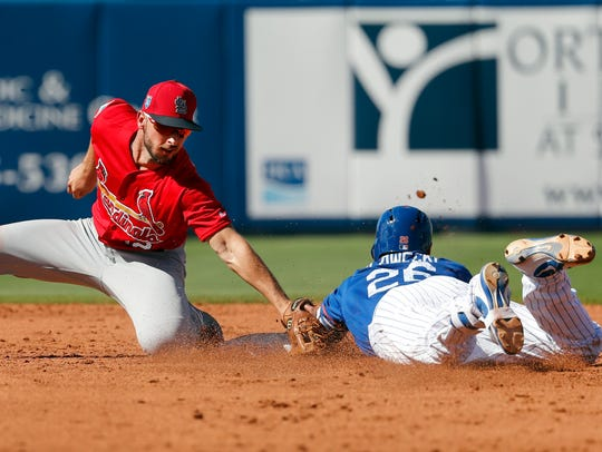 New York Mets' Kevin Plawecki, right, is tagged out