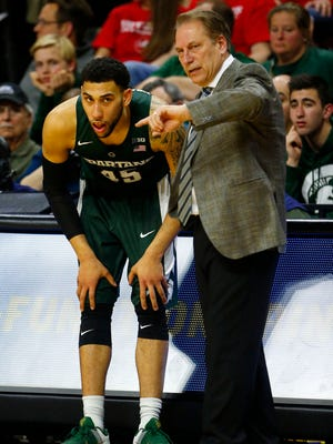 Mar 2, 2016; Piscataway, NJ, USA; Michigan State Spartans head coach Tom Izzo talks to Michigan State Spartans guard Denzel Valentine (45) during second half at Louis Brown Athletic Center. Michigan State Spartans defeated Rutgers Scarlet Knights 97-66. Mandatory Credit: Noah K. Murray-USA TODAY Sports