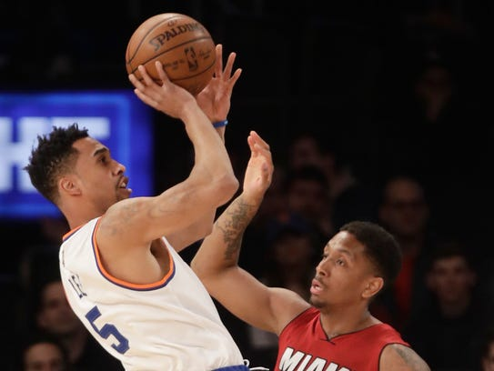 Knicks' Courtney Lee (5) shoots over Miami Heat's Rodney