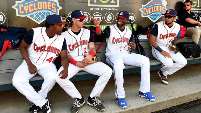 Jose Reyes talks with Brooklyn Cyclones teammates on Sunday in his first game back in the Mets organization.