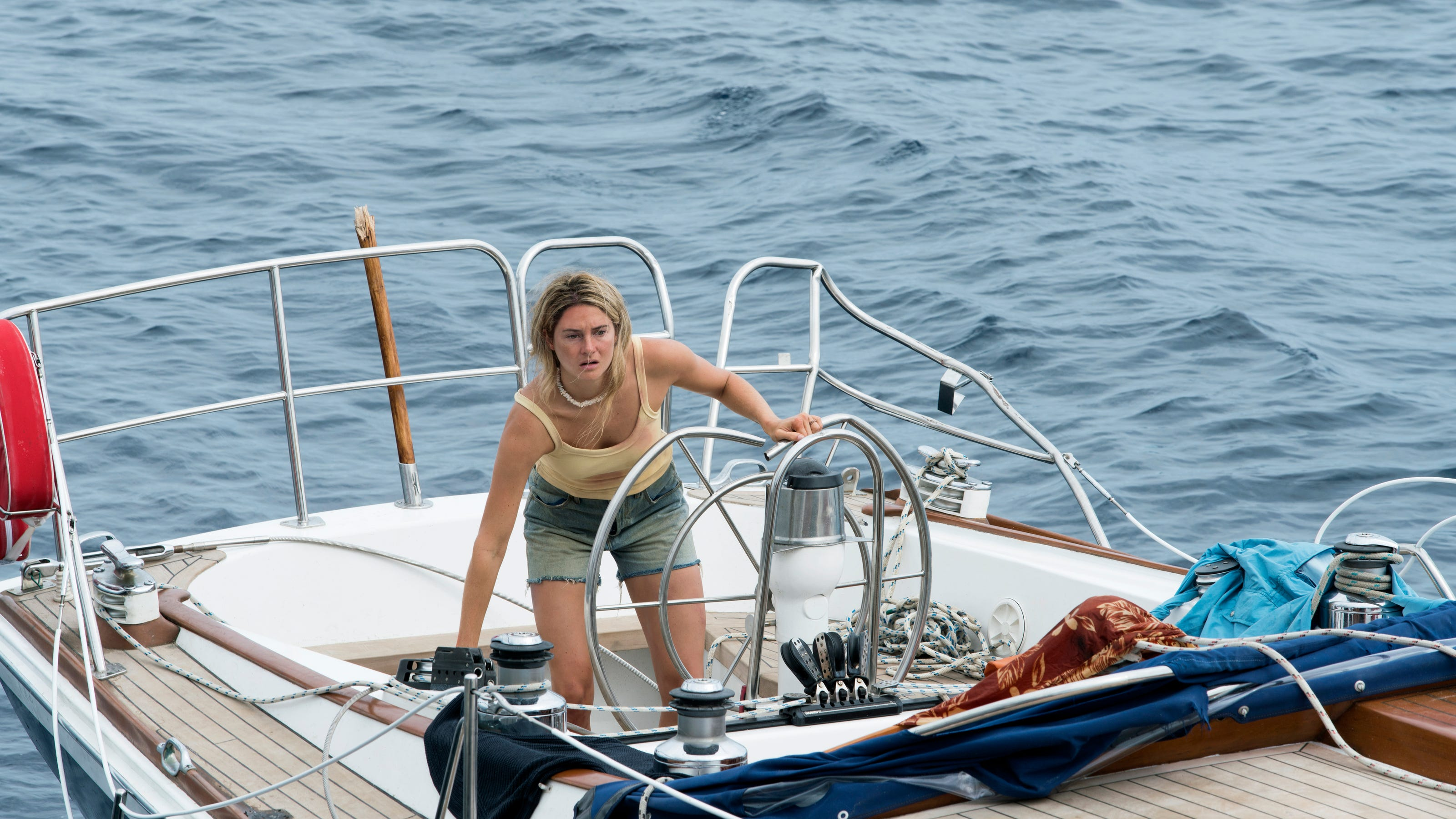 Trailer Shailene Woodley And Sam Claflin Hit Rough Seas In Adrift