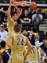 Vanderbilt  forward Luke Kornet (3) dunks the ball against Chattanooga  on Dec. 17, 2016.