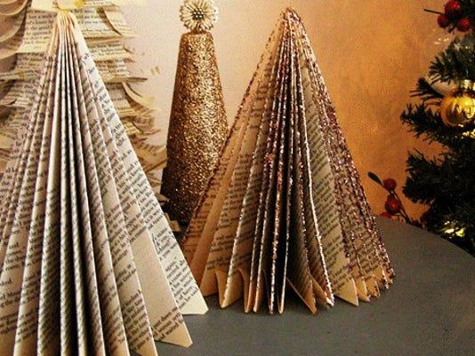 635828356977980623-paperback-book-xmas-tree