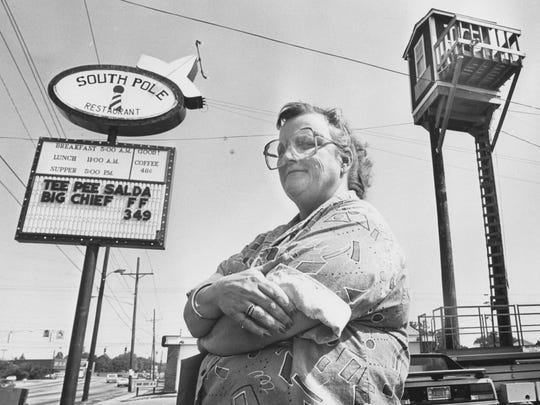 Mauri Rose Kirby Sanders set the pole sitting record of 211 days in 1959. Here she stands beneath where her daughter Mellissa Sanders beat the record with 516 days aloft in 1987.