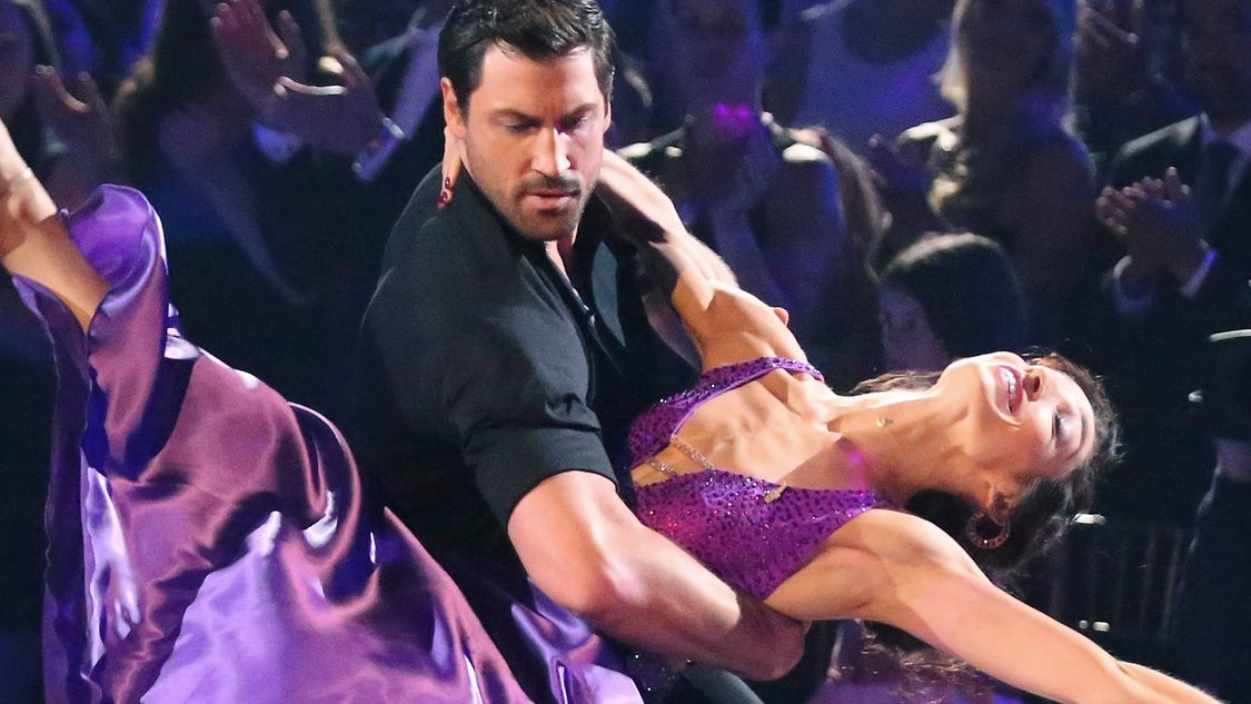is j lo dating maks Does jennifer lopez have a new man in her life the recently single singer has been busy promoting her latest.