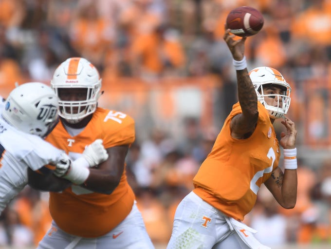 Tennessee quarterback Jarrett Guarantano (2) throws