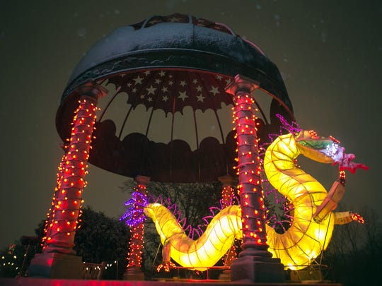 Top 5 can 39 t miss close to home light displays - Green bay botanical gardens christmas lights ...
