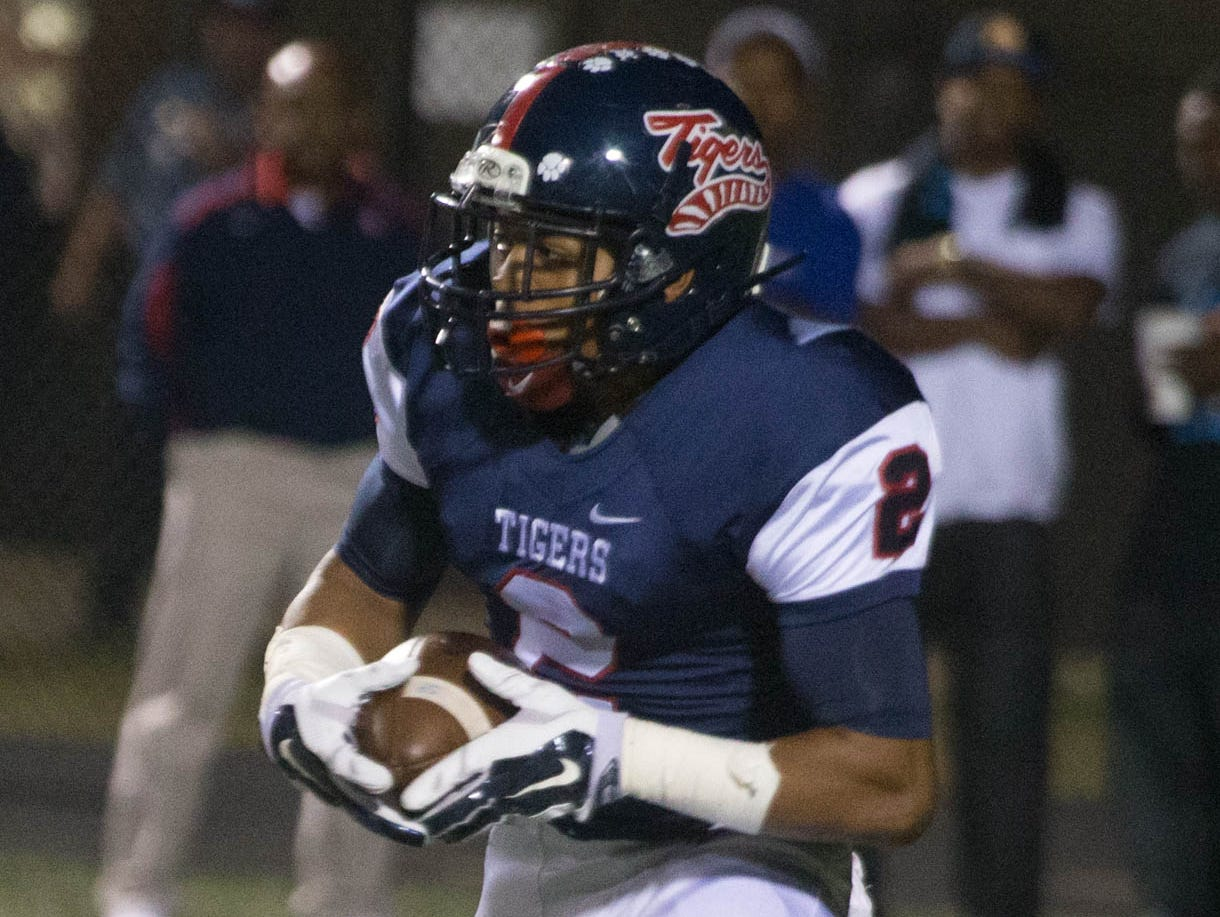 South Panola won its 25th straight game in Week 11 to stay atop the Super 10 rankings.