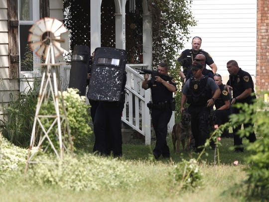 Springfield police respond to a standoff situation