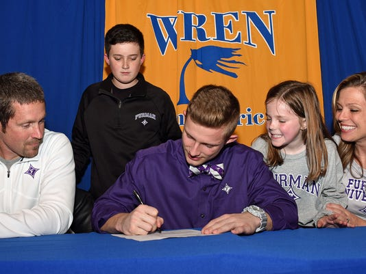 635901265128274851-Wren-Bailey-signs-with-Furman-3.jpg