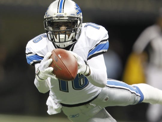 Detroit Lions wide receiver Titus Young tries to make