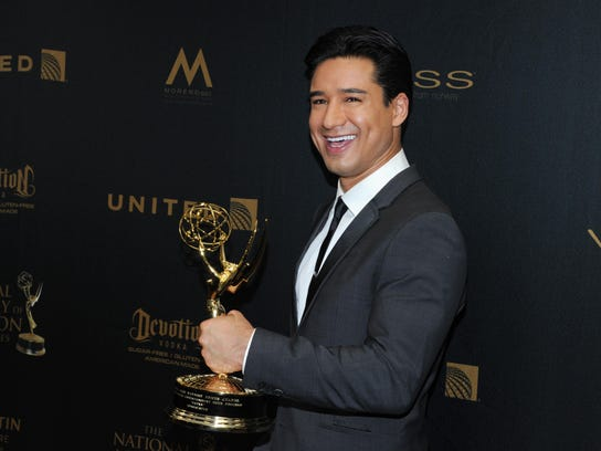 Mario Lopez with the award for outstanding entertainment