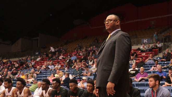 Rahim Lockhart coaches the Bobcats during the NJCAA Division I National Tournament in Hutchinson, Kansas, last month.