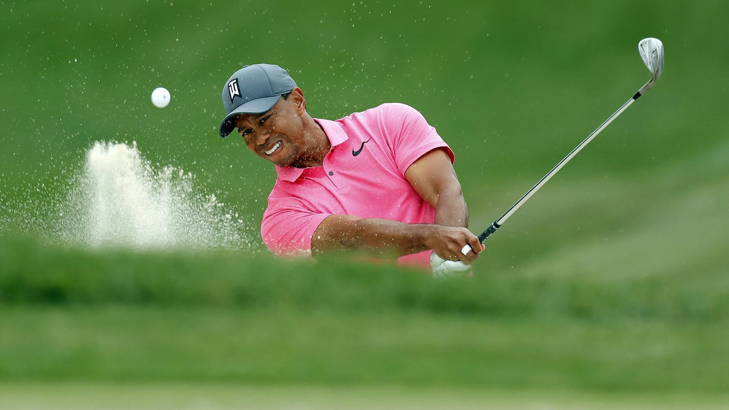 Saturday's golf: Woods closes in on rookie Conners