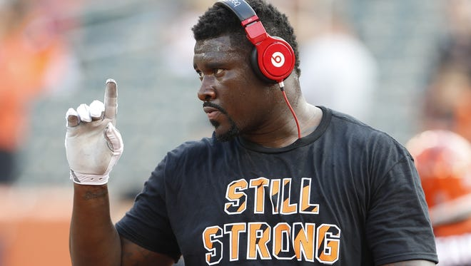 """Cincinnati Bengals defensive end Wallace Gilberry (95) sports a """"Still Strong"""" T-shirt in support of Leah Still, the daughter of teammate Devon Still, fighting cancer."""