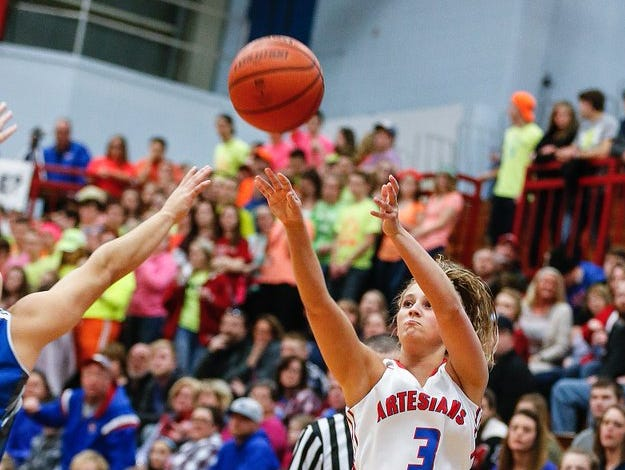 Merideth Deckard hit seven 3-pointers in leading Martinsville to a sectional title win over Franklin Central.