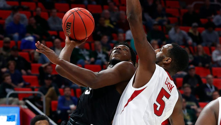 Scorching first half lifts Butler over Arkansas at LCA