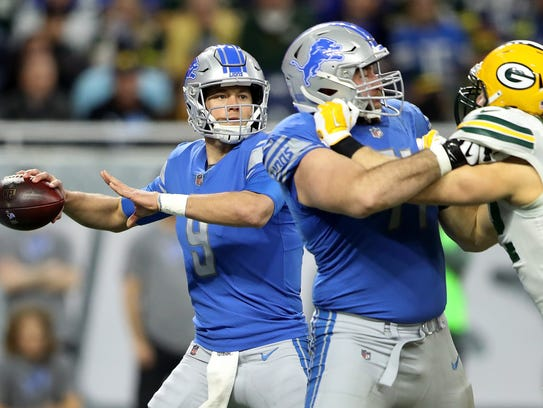 Lions quarterback Matthew Stafford looks to pass against the Packers during the first half at Ford Field on Sunday.