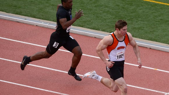 Washington's Nate Gerry surges to victory in the special event 200 at the 2013 Dakota Relays, setting a meet record in the process.