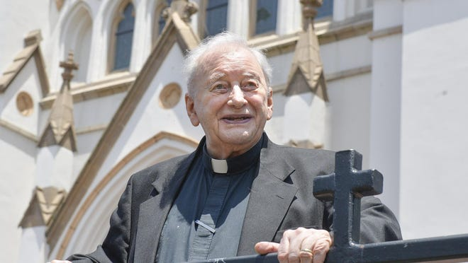 Monsignor William O'Neill at the Cathedral Bascilica of St. John the Baptist. [Steve Bisson/savannahnow.com],