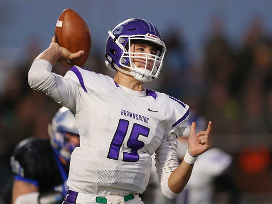 Brownsburg Bulldogs quarterback Hunter Johnson won