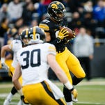Analysis: Iowa offense shows disconnect between QBs, WRs