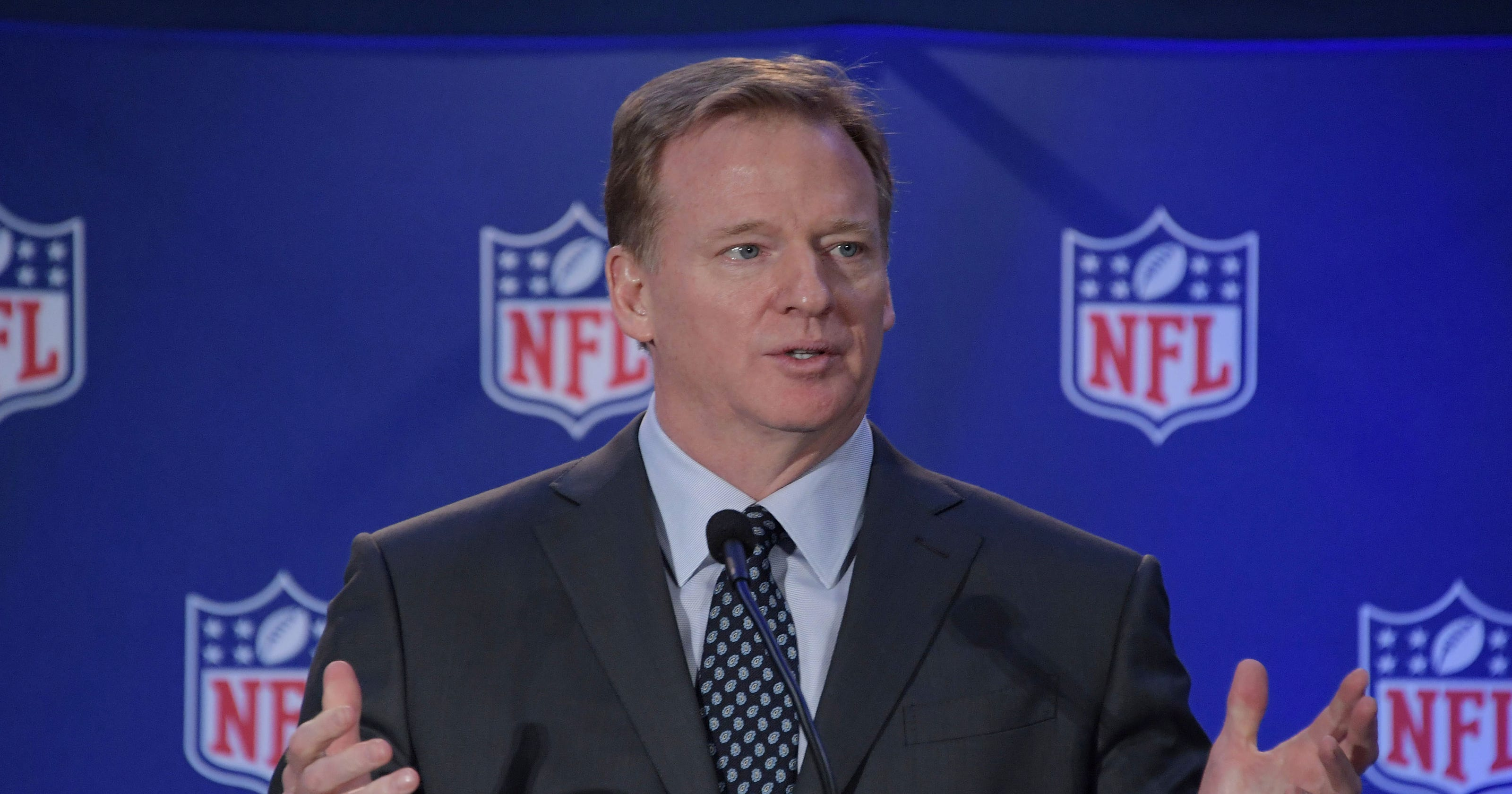 4a4285544 Roger Goodell back at Gillette Stadium for first time since Deflategate