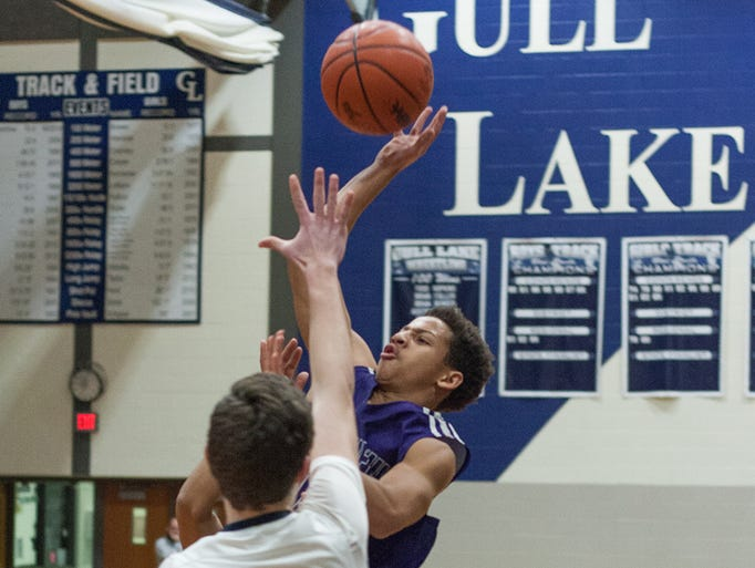 Lakeview's Tommy Moore goes up for jump shot Monday.