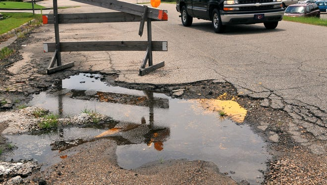 The Hattiesburg American is looking for the worst roads in the Pine Belt.