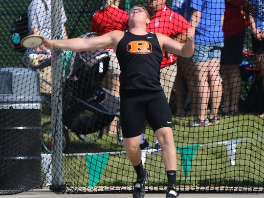 Ridgewood's JJ Durr competes in the discus during the