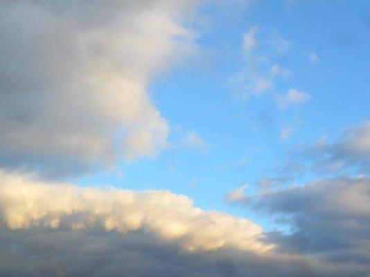635762779565940881-clouds