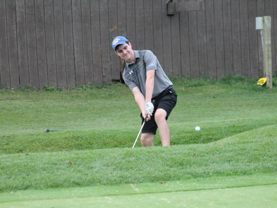 Max Lane shows his chipping prowess for Seven Hills in 2017.