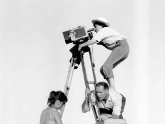 varda-agnes-004-directing-pointe-courte-1955-on-back-of-man-1000x750.jpg