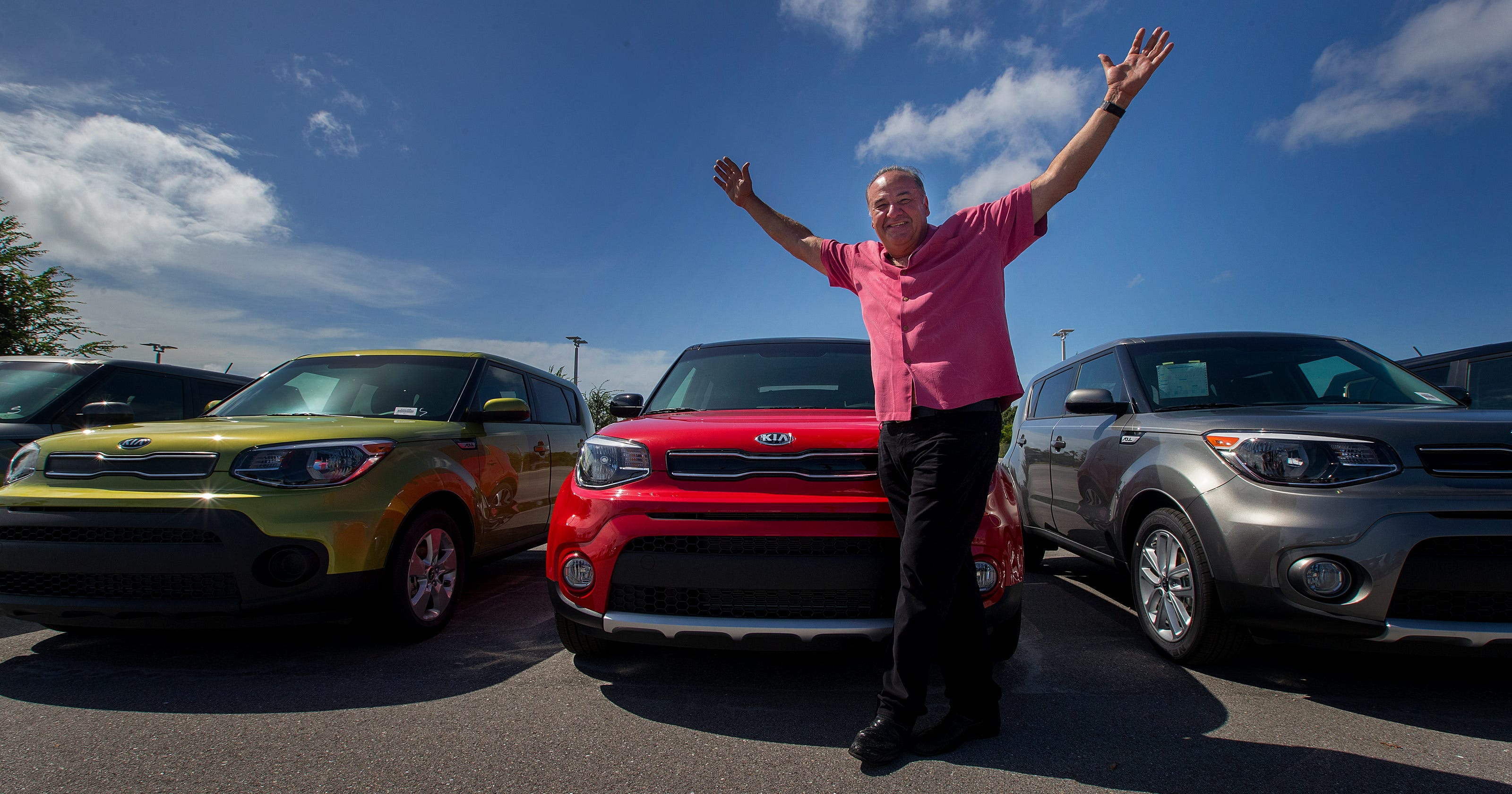 kia dealer billy fuccillo searches for model to star in commercials