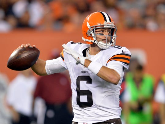 Cleveland Browns quarterback Brian Hoyer passes against the Chicago Bears in the first quarter of a preseason NFL football game Thursday, Aug. 28, 2014, in Cleveland. (AP Photo/David Richard)