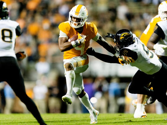Tennessee running back John Kelly (4) runs the ball