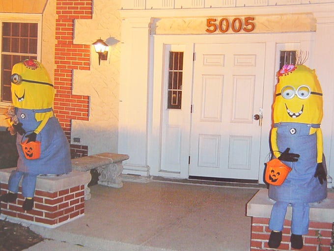 Minion decorated lions for Halloween.