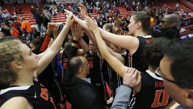 Oregon State head coach Scott Rueck, center, huddles with his team after an NCAA college basketball game against Washington State, Sunday, Feb. 7, 2016, in Pullman, Wash. (AP Photo/Young Kwak)