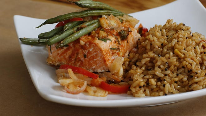 Use foil to make healthy salmon packets with curry and green beans.