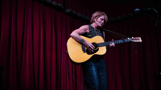 Shawn Colvin will do a series of livestreamed performances from Austin's Arlyn Studios in August, September and October.