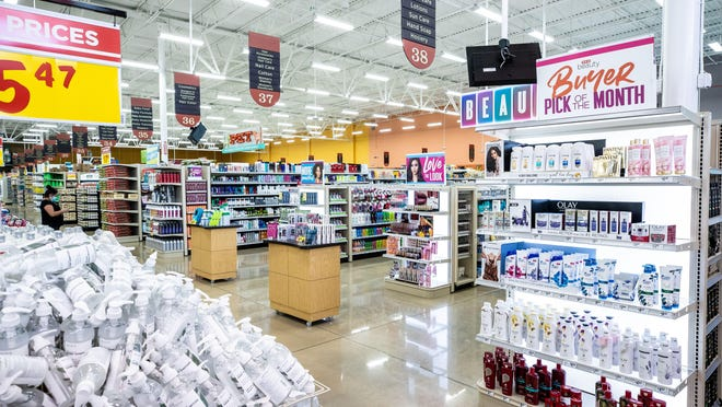 The Slaughter Lane H-E-B features a wide selection of organic foods and expansive Healthy Living department.