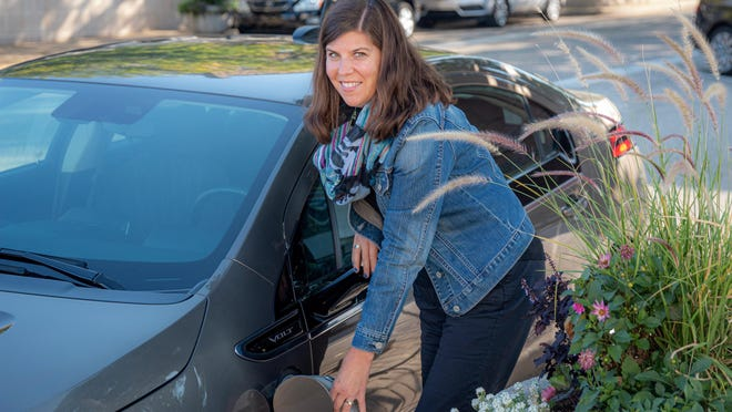 The Holland City Council will consider a purchasing policy Wednesday that would prioritize the city government buying electric cars over gas-powered ones when possible.