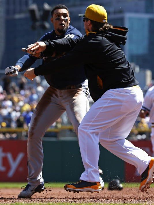 -Brewers Pirates Brawl Baseball .JPEG-0a316.jpg_20140421.jpg