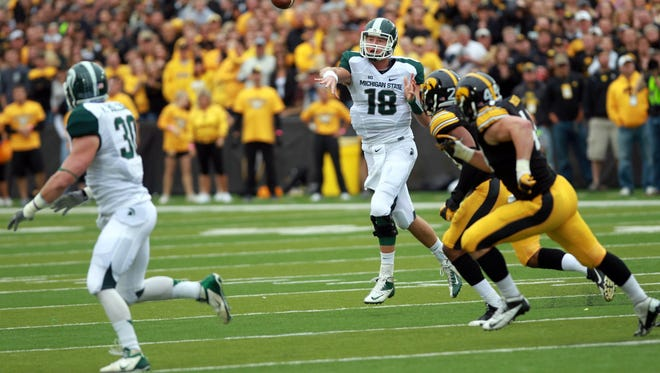 MSU quarterback Connor Cook throws a pass to then-fullback Riley Bullough (30) against the Iowa Hawkeyes on Oct. 5, 2013.