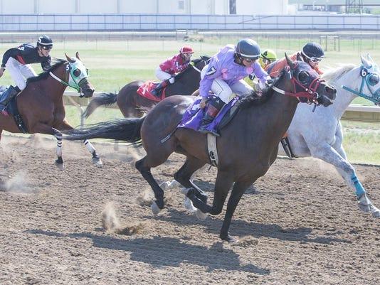 -horseracessunday.jpg_20160731.jpg