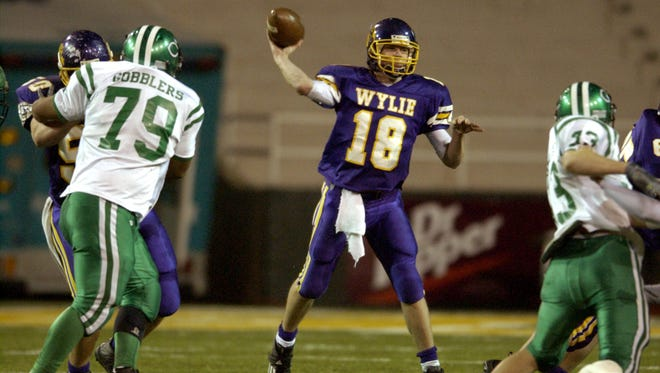 Wylie quarterback Case Keenum (18) throws a pass during the Bulldogs' win in the Class 3A Div. I state championship game in December 2004 at Floyd Casey Stadium in Waco.