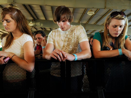 Teens take part in a moment of silence to honor 16-year-old Elizabeth Mohl, who died on an amusement ride at Lifest in July 2008.