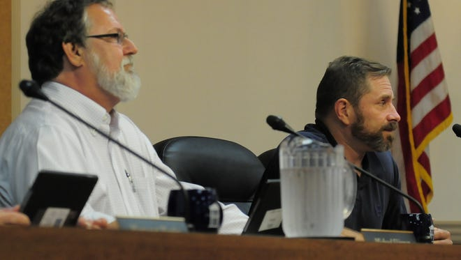 Aldermen Skinner, left, and McLendon, right debated whether an ordinance should receive a public hearing.