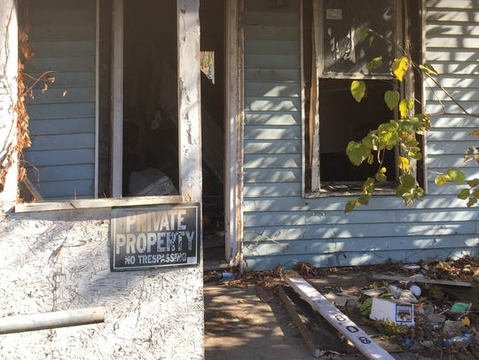 A vacant property on Woodlawn is littered with trash